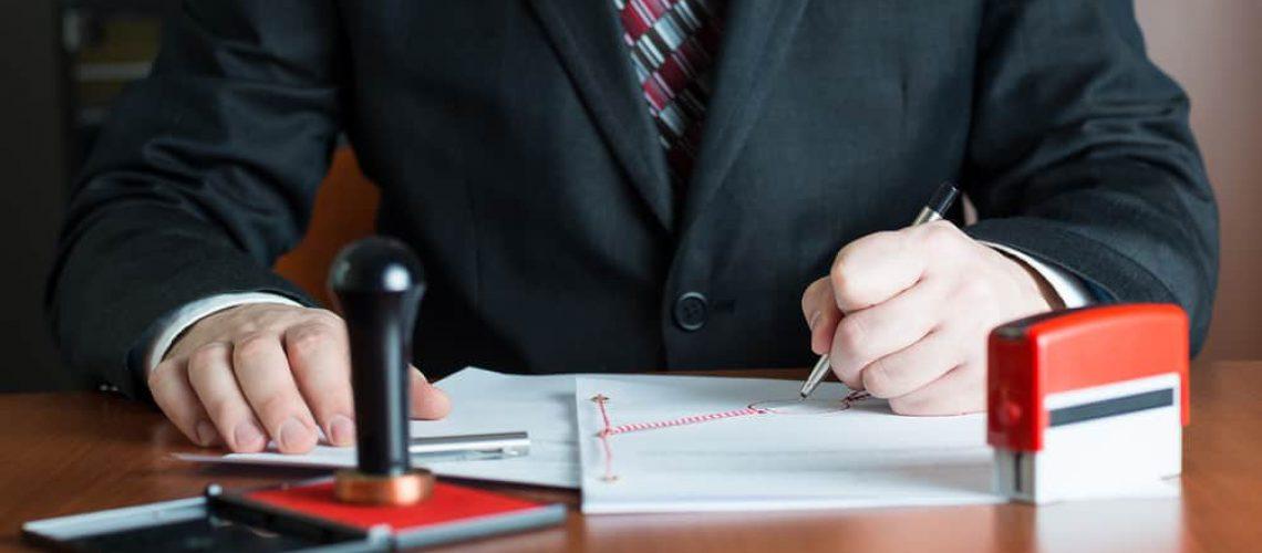 האם כדאי להגיש תביעת נזיקין בגירושין?
